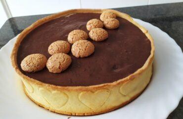 crostata ripiena al cioccolato