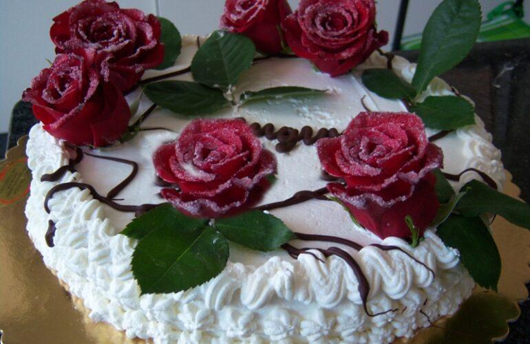 Torta di rose rosse
