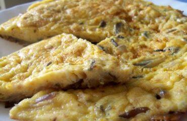 La Frittata di Cipolle di Nonna Adriana, il tocco per cuocerla delicatissima