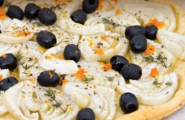 Pasta sfoglia rustica con finocchi e olive nere