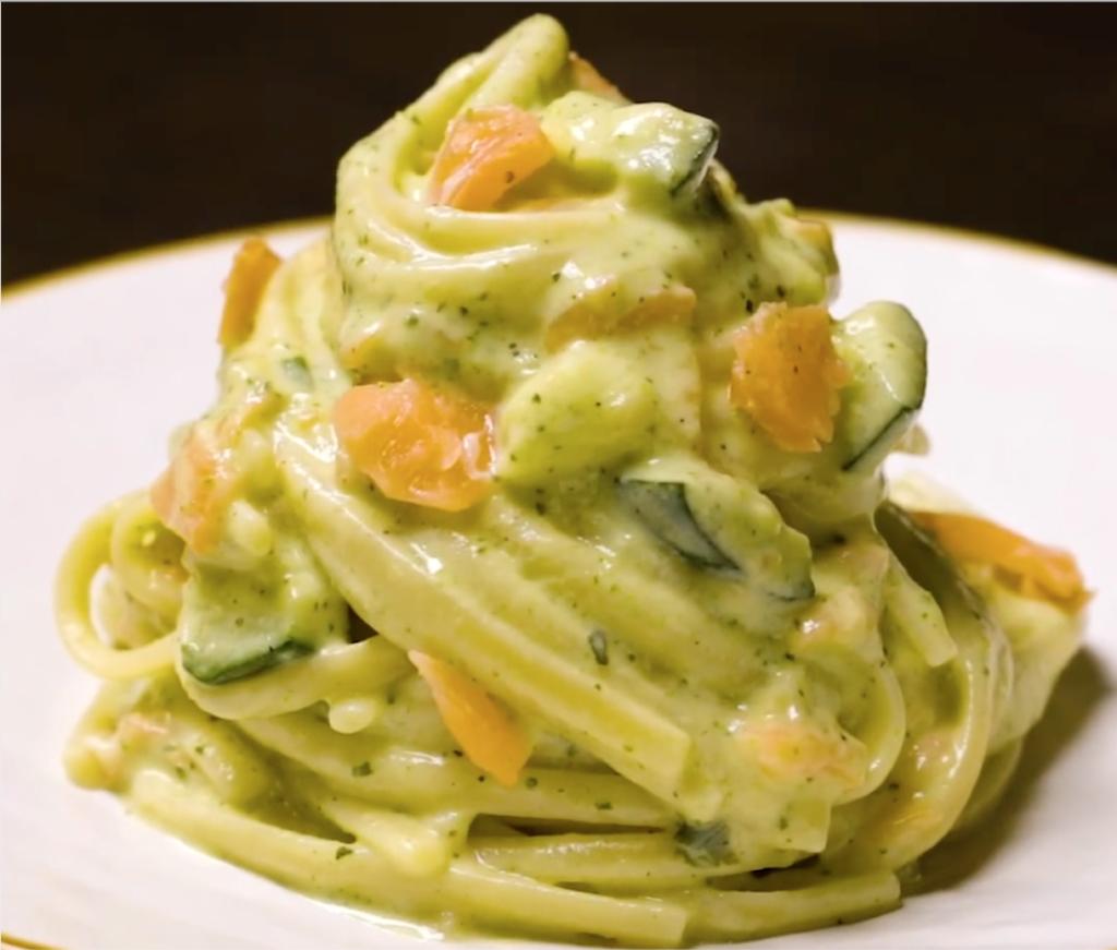 Linguine crema zucchine robiola e salmone