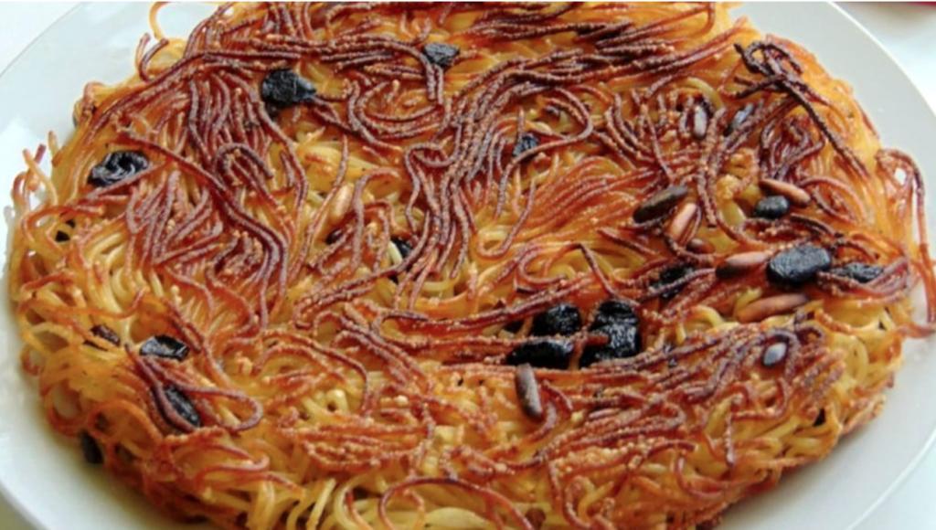 """Fritta di """"scammaro"""", la frittata di pasta napoletana non fritta e senza uova"""