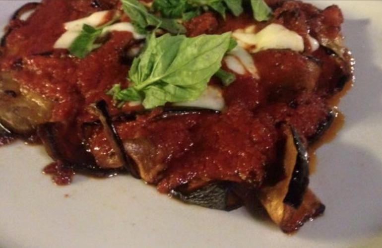 """La parmigiana di Locatelli, """"ecco come tratto le melanzane prima di friggerle"""""""