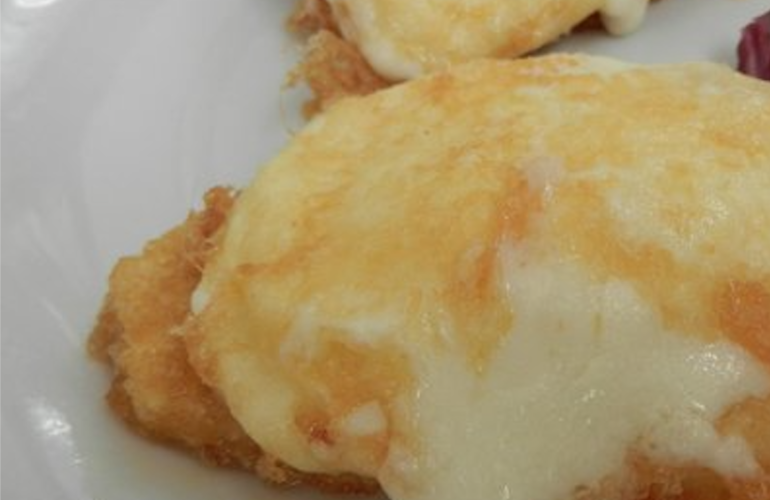 """La Mozzarella in carrozza di Cracco. Lo chef svela: """"Uso la pasta sfoglia. Ecco come farla croccante e filante. I trucchi per non sbagliare"""""""