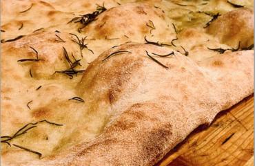 """La pizza senza lievito di Alessandro Borghese: """"Il segreto è questo mix di farine"""""""