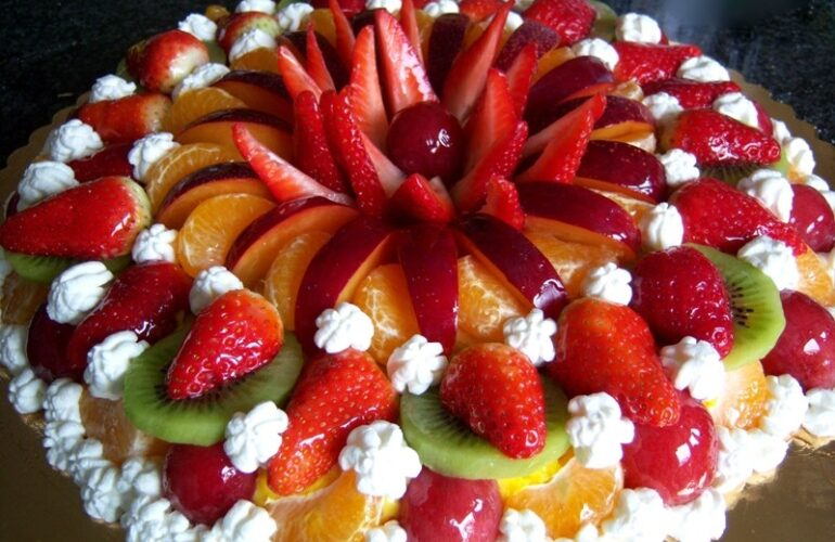 torta di frutta fresca fragole e panna