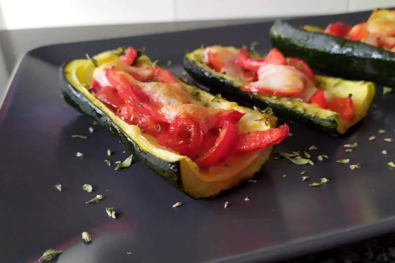 Zucchine con peperoni e mozzarella