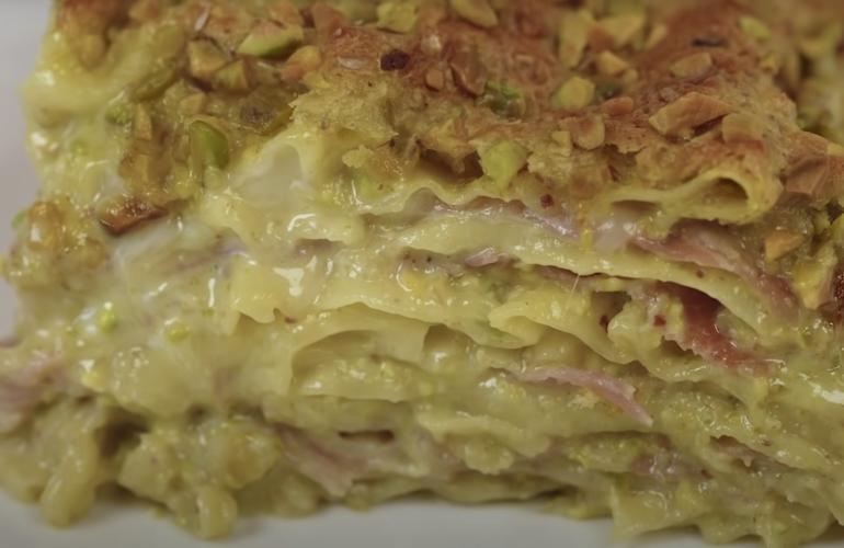 Lasagna cremosa con crema di pistacchio