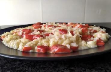 Risotto ai peperoni e gorgonzola, un piatto rustico per le cene tra amici