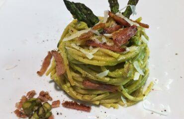 Spaghetti con asparagi in doppia consistenza