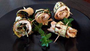 Rotolini di pollo e zucchine grigliate
