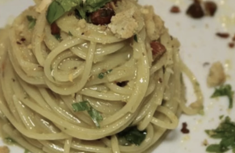 """Spaghetti aglio e olio di Cannavacciuolo: """"Il segreto per un'ottima cremina è nella mia pomata"""""""