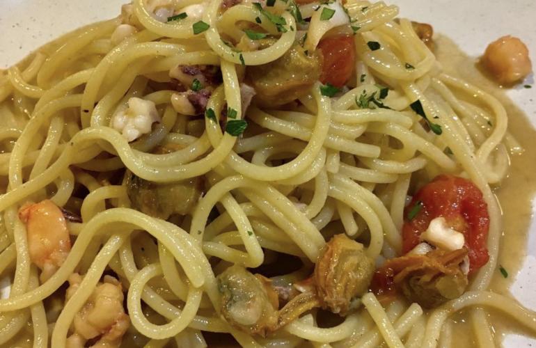 """Spaghetti alla Bucaniera: piatto al gusto di mare. """"Il trucco è non far bollire mai il polpo"""""""